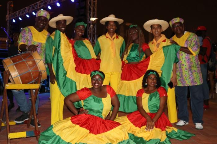 Agrupación de danza en la elección de la Señorita Cimarrona