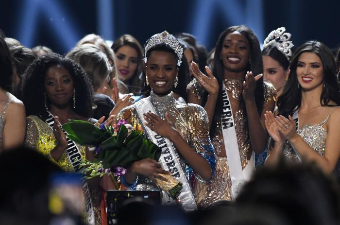 Miss Universe beauty  (30765576)