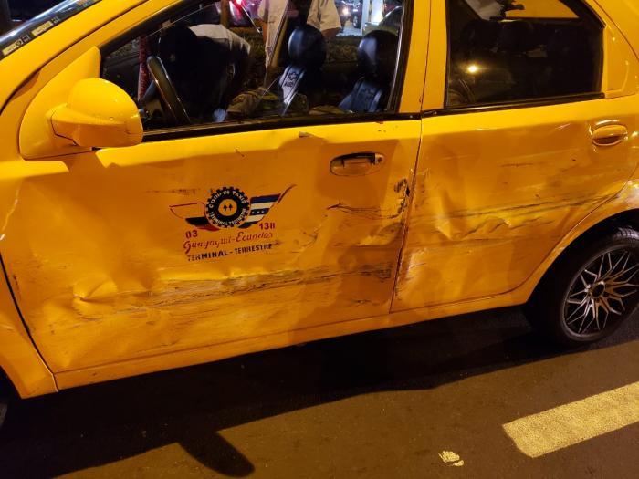 accidente de Taxi y bmw
