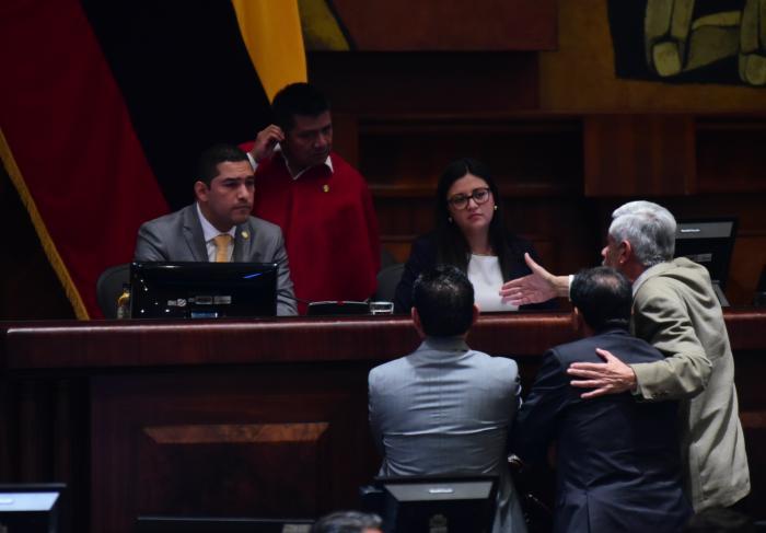 asambleistas indignados por decisión del Ejecutivo