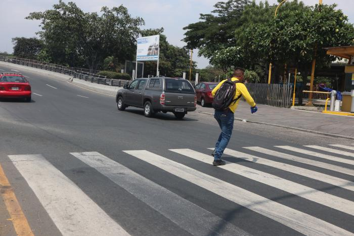 cruce peatonal peligroso