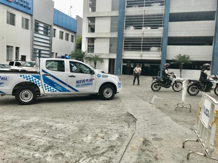 policía camioneta plan