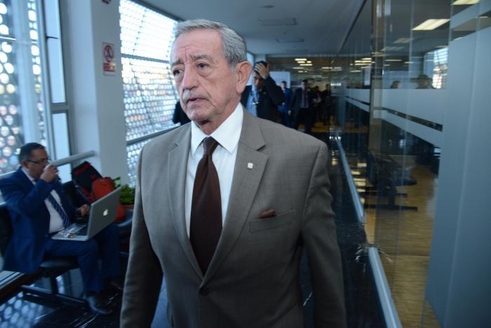 El ministro Oswaldo Jarrín presentó aún más detalles operativos: un centro de mando y control supervisa los vuelos, prescribe un procedimiento, establece rutas y áreas,