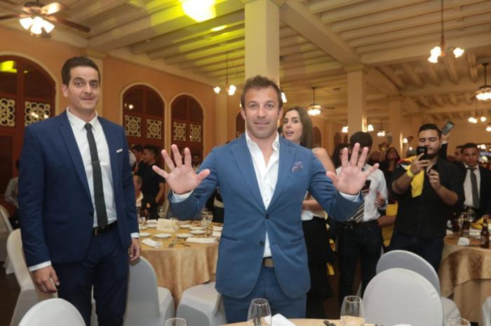 El jugador Alessandro Del Piero se mostró contento en toda la ceremonia.