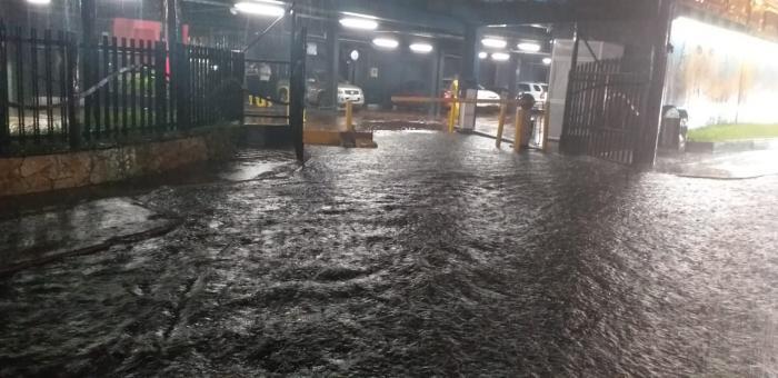 Las instalaciones de Guayarte, en los alrededores del Malecón del Salado, también se vieron inundadas.