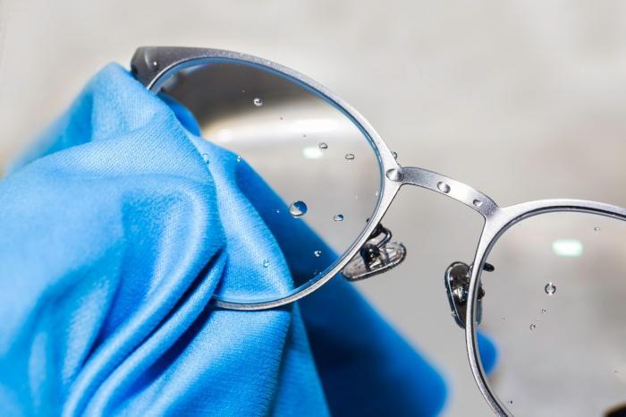 Limpiando los lentes