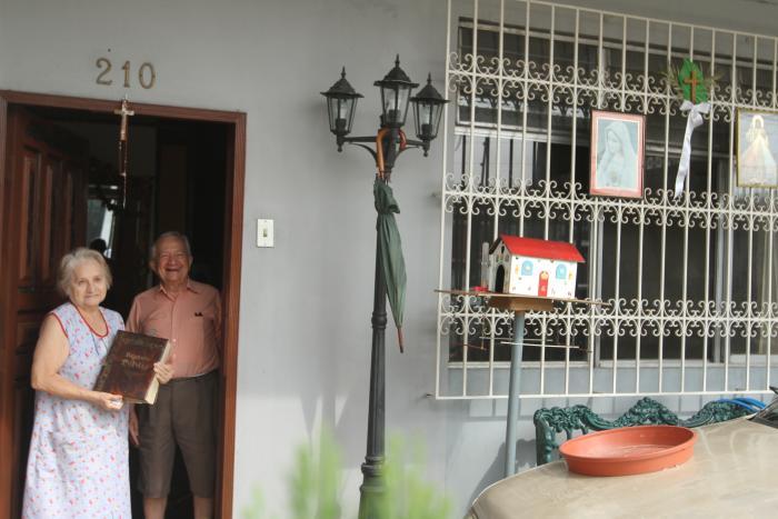 SANTOS FUERA DE LA CASA