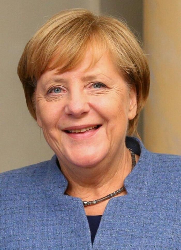 Angela_Merkel-lenin-moreno