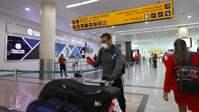 Aeropuerto. Los viajeros que aterricen en Guayaquil deberán guardar aislamiento por 14 días.