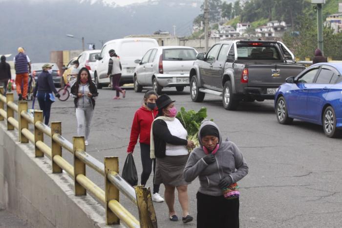 Primer día de actividades con semáforo amarillo en la capital.