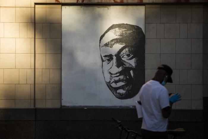 george-floyd-mural-mundo-arte-graffitti-anonimo