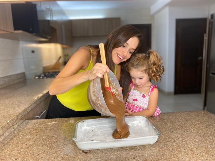 Andrea Navarrete y su hija.