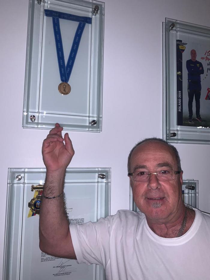 Jorge+Célico+Medalla+Domicilio