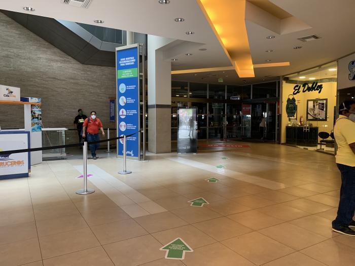 El CityMall también goza de señalética en el piso.