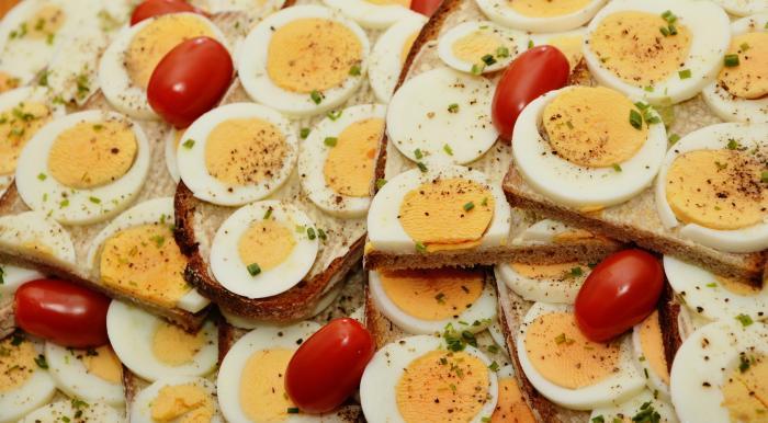 Huevos con tomates