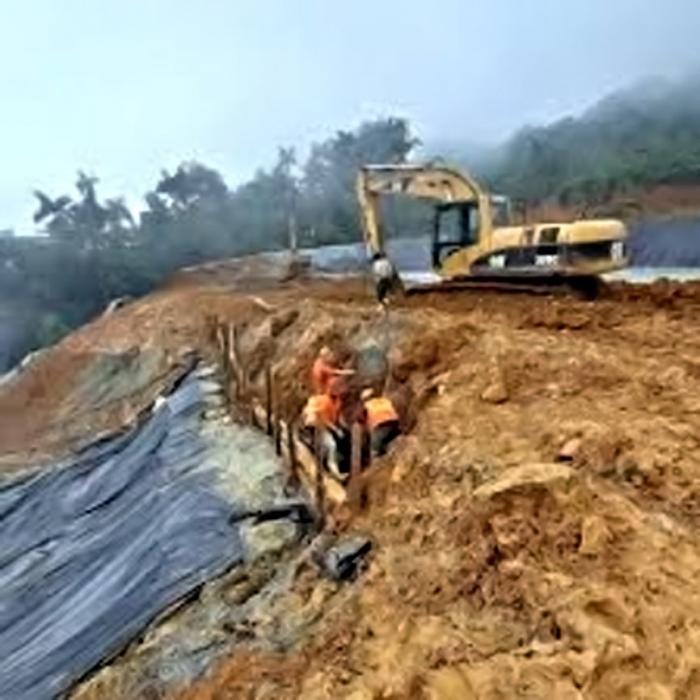 Colapso de relevera de la empersa minera Austrogold, provincia del Azuay.