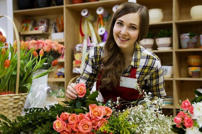 Chica vende flores