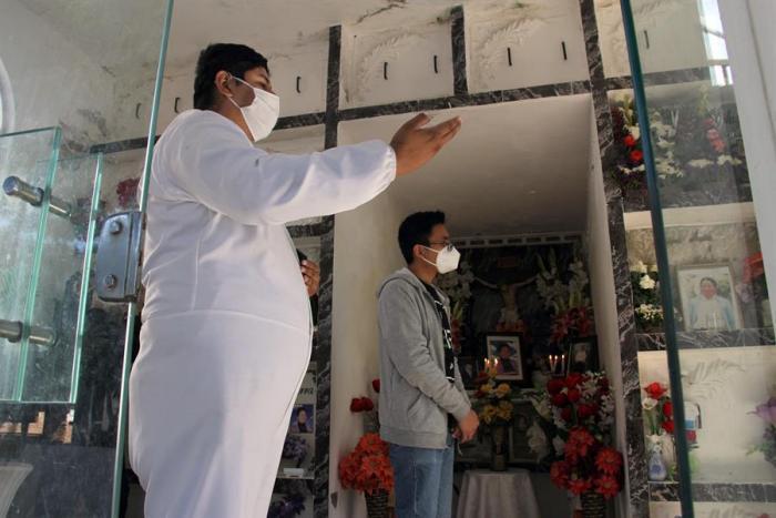 coronavirus-rezar-covid-muertes-cementerios-bolivia