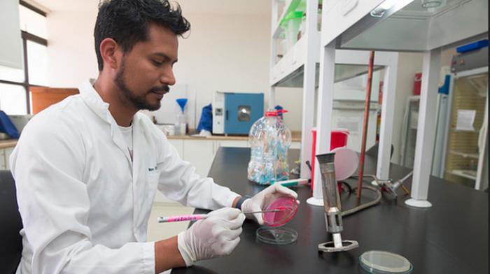 USFQ_Instituto_de_Microbiología_Investigación_científica