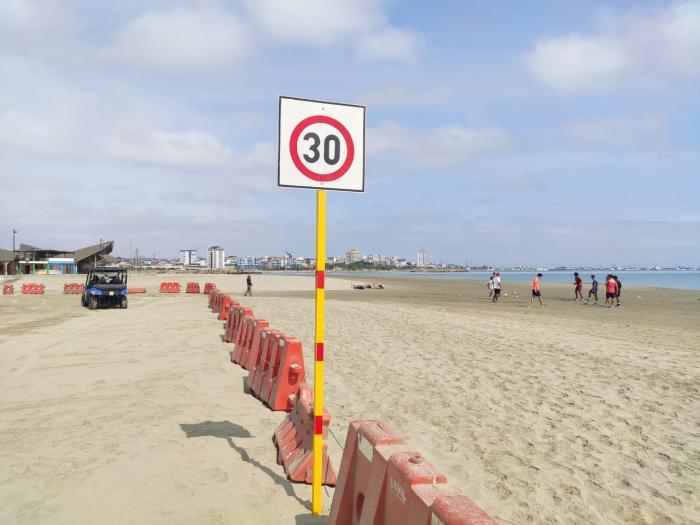 manta playa feriado 9 octubre
