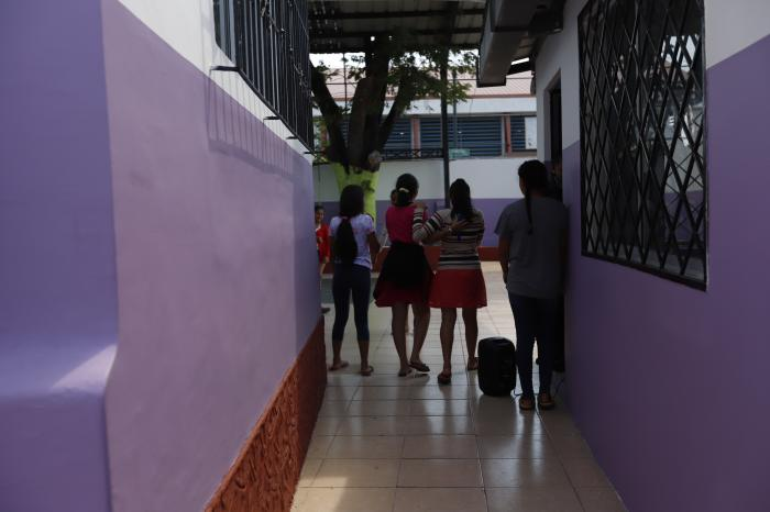 La pandemia también golpeó la rutina. Ahora unas hacen educación virtual y otras asistida.