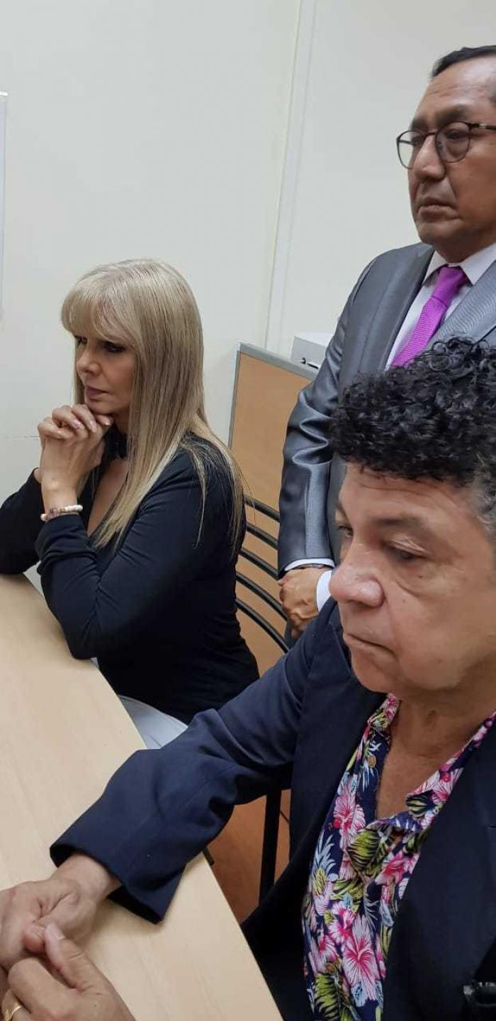 Durante la firma del divorcio de Gustavo Pacheco