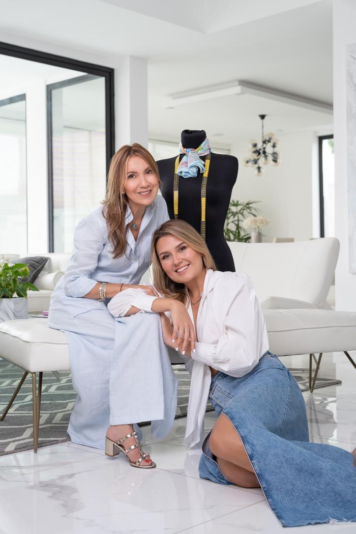 La diseñadora Kate Griffith en compañía de su madre