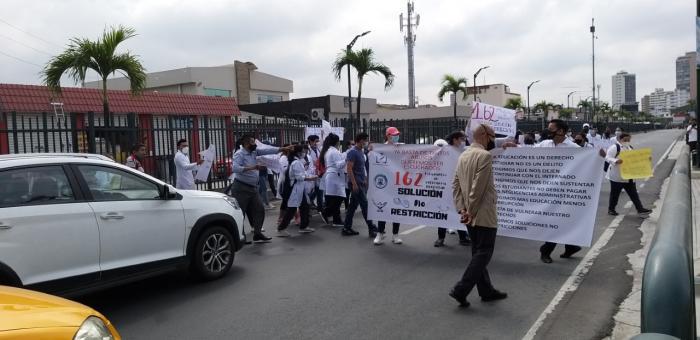 Protesta alumnos de enfermería