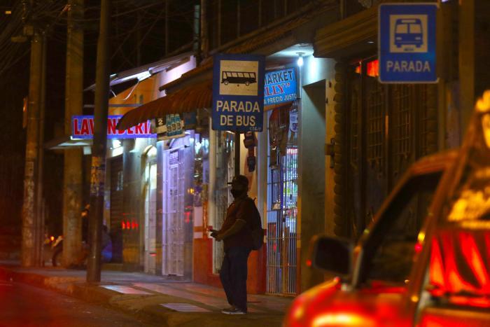 peatón avenida Orellana