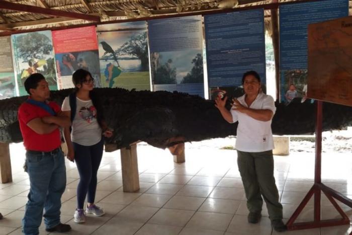 ecuador-mujer-guardaparque-Vilma-Lucero-Reserva-Produccion-Fauna-Cuyabeno (2)