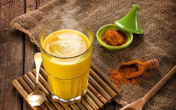 Smoothie dorado, bebida antiinflamatoria