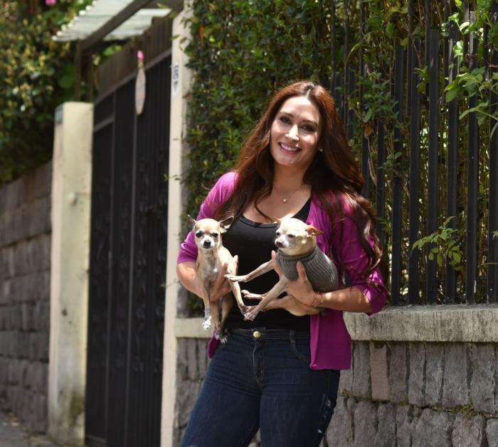 Marjorie Chávez tiene dos mascotas.