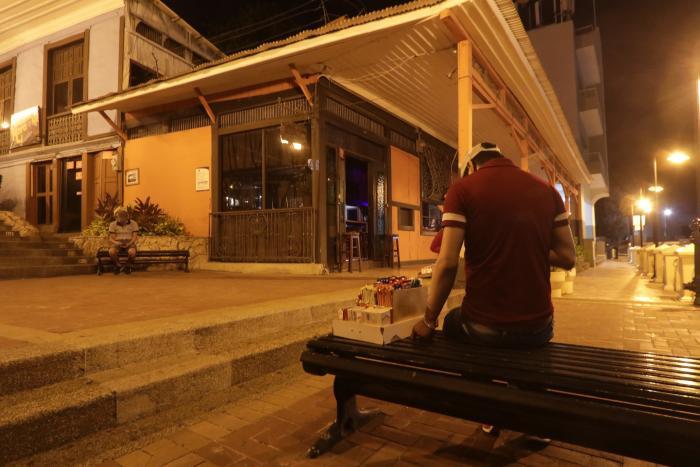 El pasado miércoles, los pocos restobares abiertos cerraron sus puertas a las 22:00.