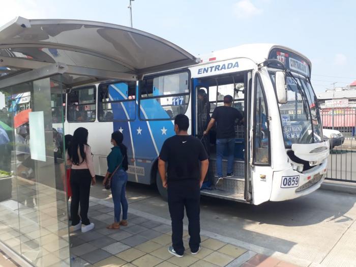 Paraderos. Como fue estructurado, las estaciones para buses cumplieron su propósito de dar sombra.