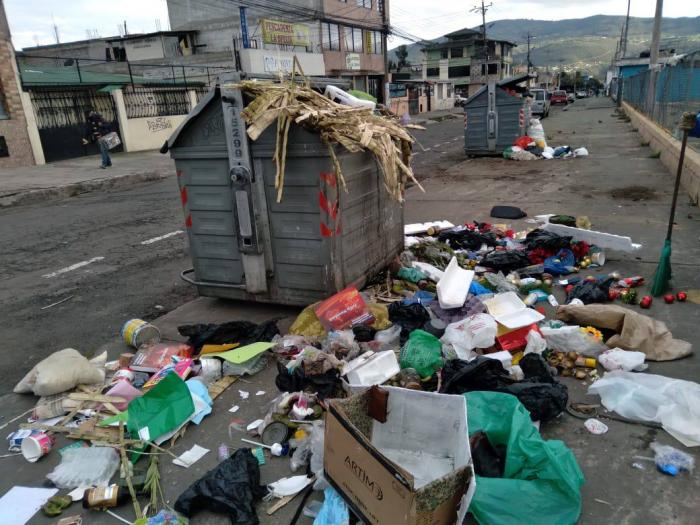 La recolección de basura complica a la capital.