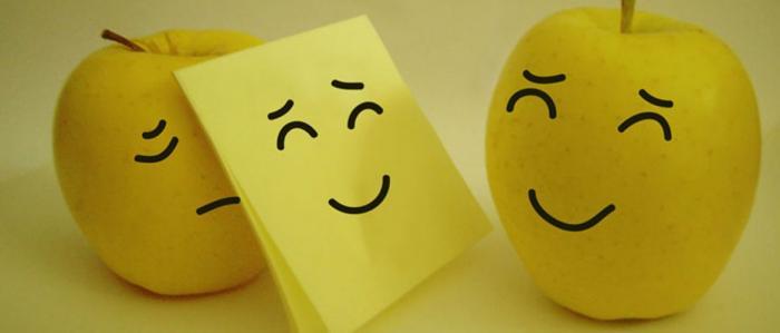 Emoticones que reflejan alegría y tristeza