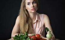 modelo con alimentos