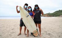 Mimi Barona surf Ecuador