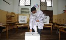 La elecciones avanzan en los recintos electorales.