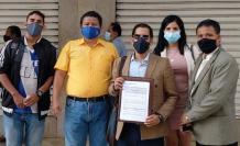 Carlos Medina (c), director del Observatorio Ciudadano contra el Abuso de los Recursos Públicos.