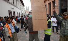 Parodia protestas octubre centro Quito