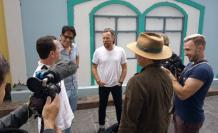 Ewan McGregor recorrió zonas turísticas como Las Peñas tras su llegada a Guayaquil. En la imagen, junto al también actor guayaquileño Andrés Crespo.