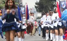 Desfile confraternidad colores música baile quito