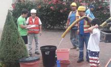 Tanqueros ofrecieron abastecimiento alternativo a los habitantes de vía a la Costa.