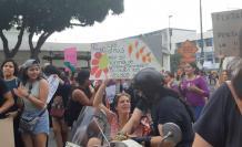En la plaza San Francisco, centro de Guayaquil, organizaciones sociales marcharon por el Día de la Mujer.