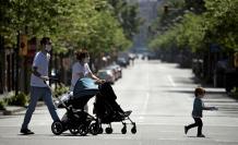 Barcelona, España. Este domingo 26 de abril, los niños salieron de casa tras 43 días de confinamiento por la crisis del COVID-19.