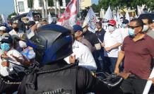Manifestantes de los gremios de trabajadores protestaron a la altura del Malecón./ Mariella Toranzos / 25 de mayo.