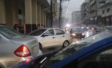 Congestión vehicular por la lluvia en Guayaquil.