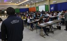 En Guayaquil, 2.700 sustentantes acudieron al Instituto Tecnológico Bolivariano para rendir la prueba.