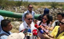 Medios de comunicación acompañaron a funcionarios del Gobierno en un recorridos por los terrenos de El Aromo.